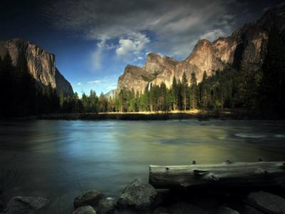El Capitan and the Merced River by Raul Touzon