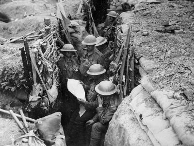 Reading a Newspaper in the Trenches, 1916-17-English Photographer-Photographic Print