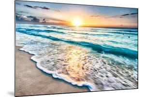Sunrise over Beach in Cancun by rebelml