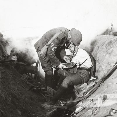 https://imgc.artprintimages.com/img/print/receiving-first-aid-from-his-sergeant-in-a-sap-during-the-height-of-battle-at-peronne-1918_u-l-pjqivm0.jpg?p=0