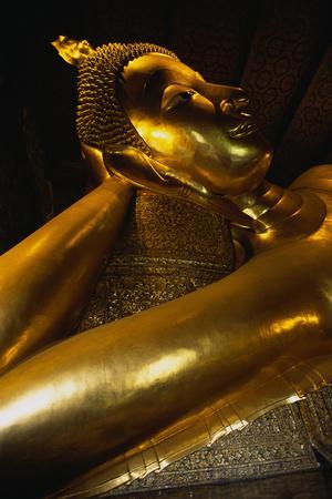 https://imgc.artprintimages.com/img/print/reclining-buddha-statue_u-l-pzs3to0.jpg?p=0
