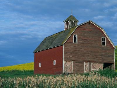 Red Barn-Darrell Gulin-Photographic Print