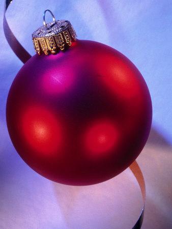 https://imgc.artprintimages.com/img/print/red-christmas-ornament_u-l-pxyt840.jpg?p=0