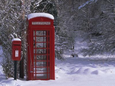 https://imgc.artprintimages.com/img/print/red-letterbox-and-telephone-box-in-the-snow-highlands-scotland-uk-europe_u-l-p2pnjc0.jpg?p=0