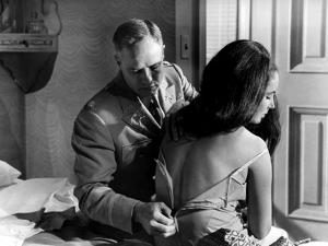 REFLECTION IN A GOLDEN EYE, 1967 directed by JOHN HUSTON Marlon Brando / Elizabeth Taylor (b/w phot