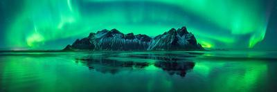 https://imgc.artprintimages.com/img/print/reflection-of-aurora-borealis-in-the-sea-with-vestrahorn-mountains-in-center-stokksnes-beach-s_u-l-q1c09d20.jpg?p=0