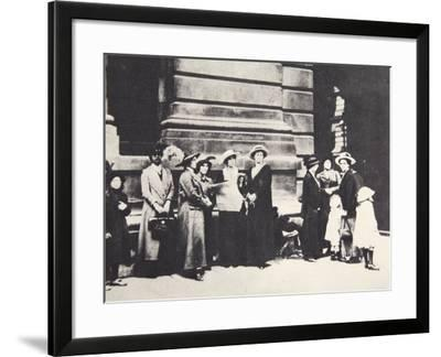 Relatives of British Soldiers Awaiting News Outside the War Office in London--Framed Photographic Print