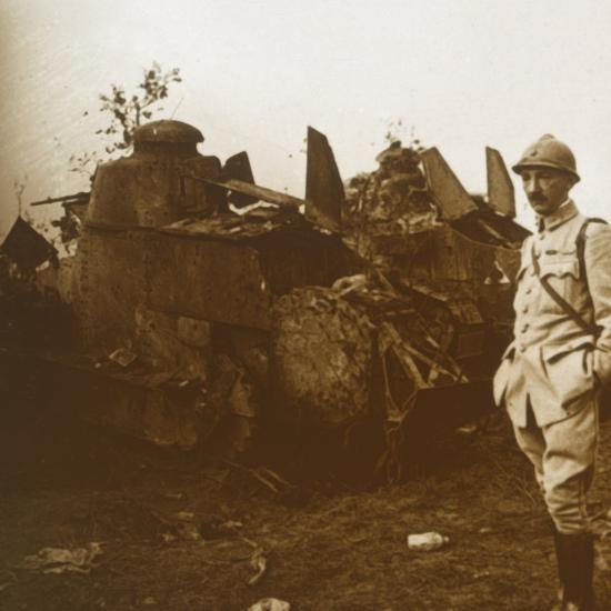 Renault tank, c1914-c1918-Unknown-Photographic Print