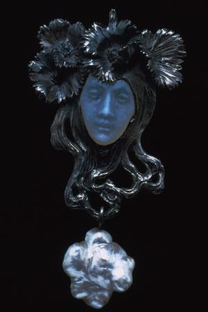 Female Face Pendant, C1898-1900