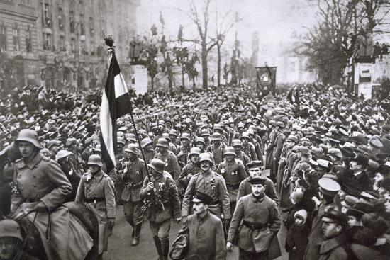 Return of the Guard from the War, Germany, December 1918-Unknown-Photographic Print