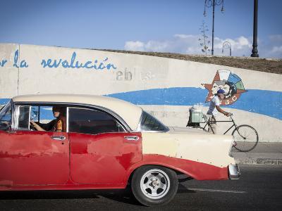 Revolutionary Slogan, Habana Vieja, Havana, Cuba-Jon Arnold-Photographic Print