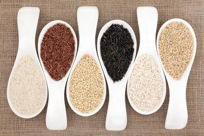 https://imgc.artprintimages.com/img/print/rice-grain-selection-in-white-porcelain-scoops-over-hessian-background_u-l-pn0d8b0.jpg?p=0