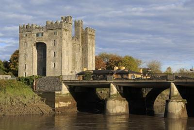 Bunratty Castle, County Clare, Munster, Republic of Ireland, Europe by Richard Cummins
