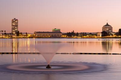 Fountain in Lake Merritt, Oakland, California, United States of America, North America by Richard Cummins