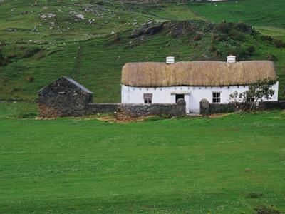 Ireland Countryside by Richard Cummins