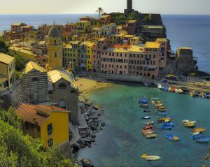 Vernazza Terra Harbour by Richard Desmarais