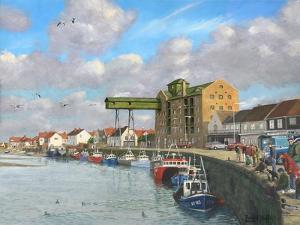 Crabbing - Wells Next to the Sea, Norfolk by Richard Harpum