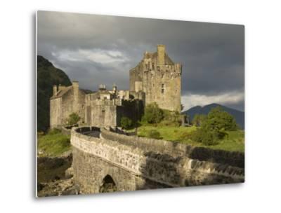 Eilean Donnan Castle, Near Dornie, Highlands, Scotland, United Kingdom, Europe