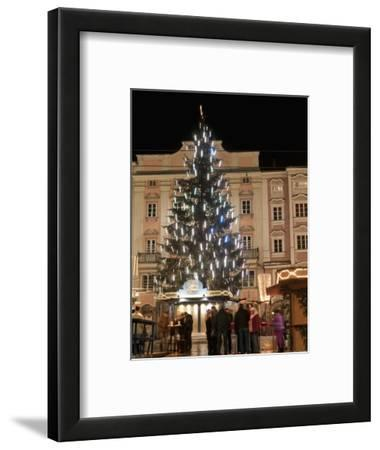 Christmas Tree, Baroque Building and Stalls at Christmas Market, Linz, Austria