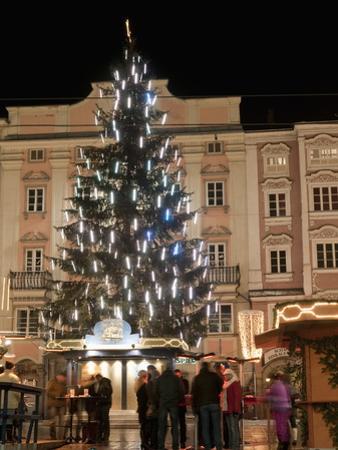 Christmas Tree, Baroque Building and Stalls at Christmas Market, Linz, Austria