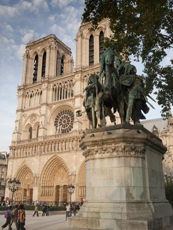 Gothic Notre Dame Cathedral and Statue of Charlemagne Et Ses Leudes, Place Du Parvis Notre Dame, Il