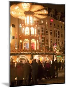 Hot Wine (Gluhwein) Stall With Nativity Scene on Roof at Christmas Market, Dresden, Germany by Richard Nebesky
