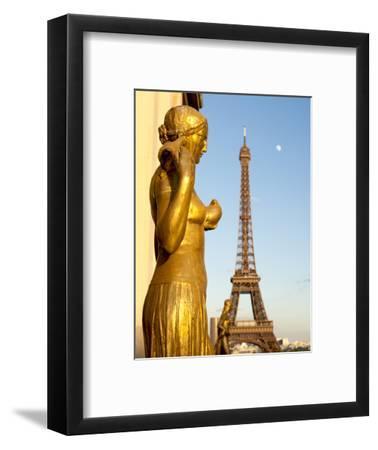 Statues of Palais De Chaillot and Eiffel Tower, Paris, France, Europe