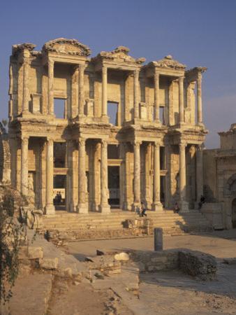 Library of Celsius in Ephesus, Turkey by Richard Nowitz