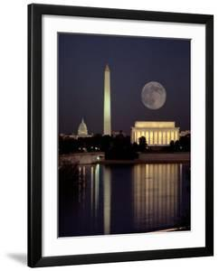 Moonrise over the Lincoln Memorial by Richard Nowitz