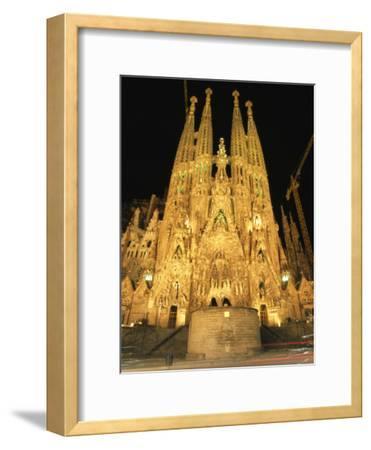 Night View of Antoni Gaudis La Sagrada Familia Temple