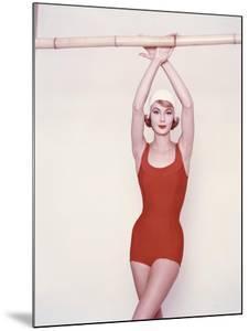 Vogue - January 1958 by Richard Rutledge