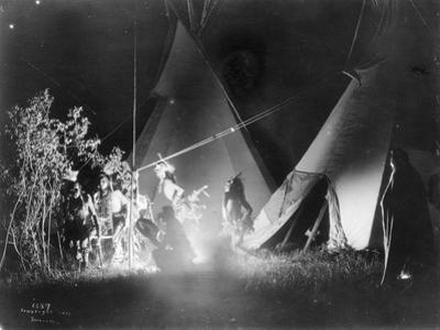 Dancing in the Firelight, 1907