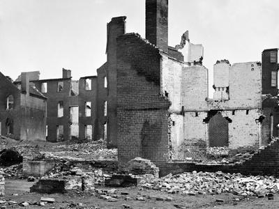https://imgc.artprintimages.com/img/print/richmond-va-burnt-district-in-richmond-civil-war_u-l-q1gogi10.jpg?p=0