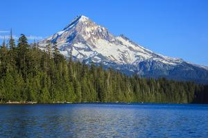 USA, Oregon, Mt. Hood National Forest, boaters enjoying Lost lake. by Rick A. Brown