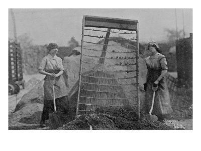 Riddling Cinders, War Office Photographs, 1916 (B/W Photo)-English Photographer-Giclee Print