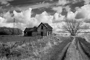 Derelict Barn in Usa by Rip Smith