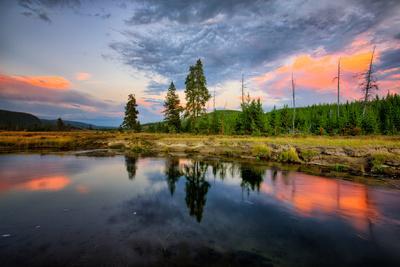 https://imgc.artprintimages.com/img/print/riverside-sunset-reflections-gibbon-river-yellowstone-national-park_u-l-pwc1bn0.jpg?p=0