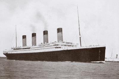 RMS Titanic of the White Star Line-English Photographer-Giclee Print