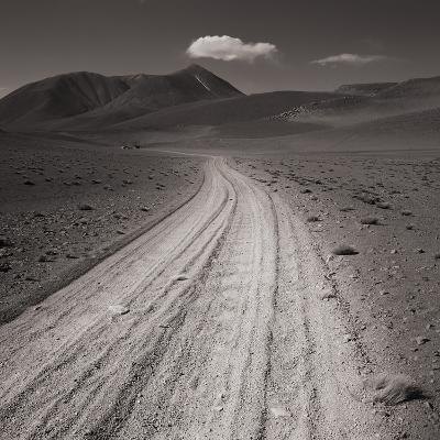 Road leading through desert setting--Photographic Print