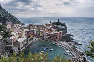 Italy, Cinque Terre, Vernazza by Rob Tilley