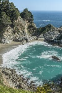 USA, California, Julia Pfeiffer Burns State Park, McWay Falls by Rob Tilley