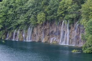 Waterfall by Rob Tilley