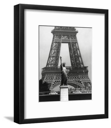 La Tour Eiffel En Liberté, 1969