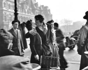 Le Baiser de l'Hotel de Ville, Paris, 1950 by Robert Doisneau