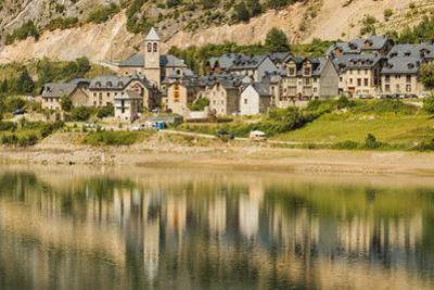 Lanuza village, abandoned after a dam created Lake Lanuza, now rebuilt, Sallent de Gallego, Pyrenee