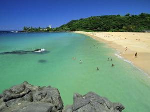 Waimea Bay Beach Park, a Popular Surfing Spot on Oahu's North Shore, Oahu, Hawaii, USA by Robert Francis