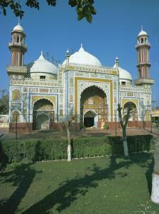 Dai Anga Mosque, 1635AD, Lahore, Punjab, Pakistan, Asia by Robert Harding
