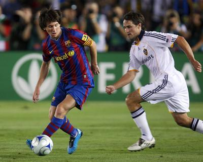 Aug 1, 2009, FC Barcelona vs Los Angeles Galaxy - Todd Dunivant by Robert Mora