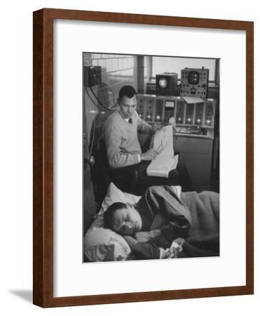 An Eeg Machine Recording Eye Movements, Heart Beat, and Muscular Reflexes During Sleep