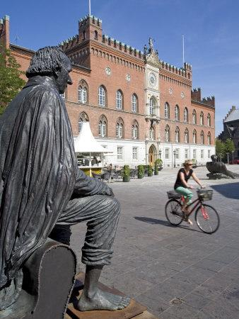 https://imgc.artprintimages.com/img/print/roedhus-hans-christian-andersen-statue-odense-funen-denmark-scandinavia-europe_u-l-p7kxbs0.jpg?p=0